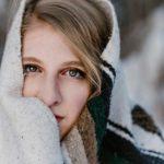 Il freddo e la pelle- ragazza infreddolita