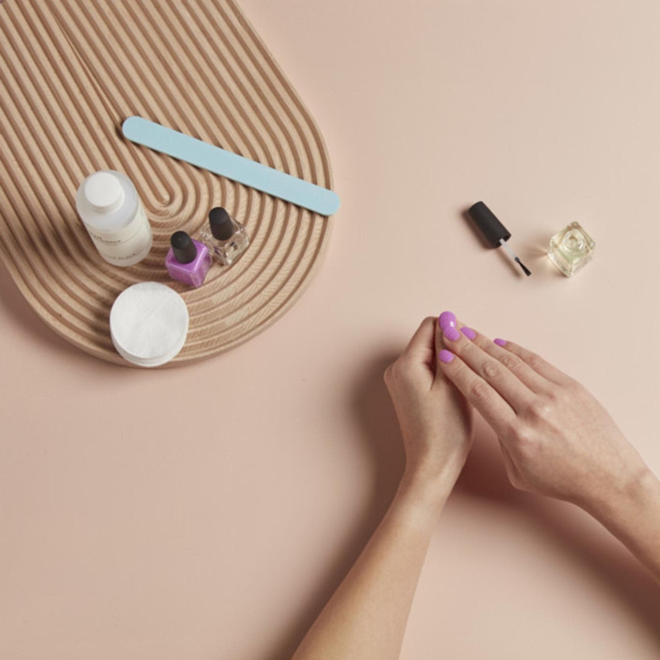 4.manicure-a-casa-kester-black