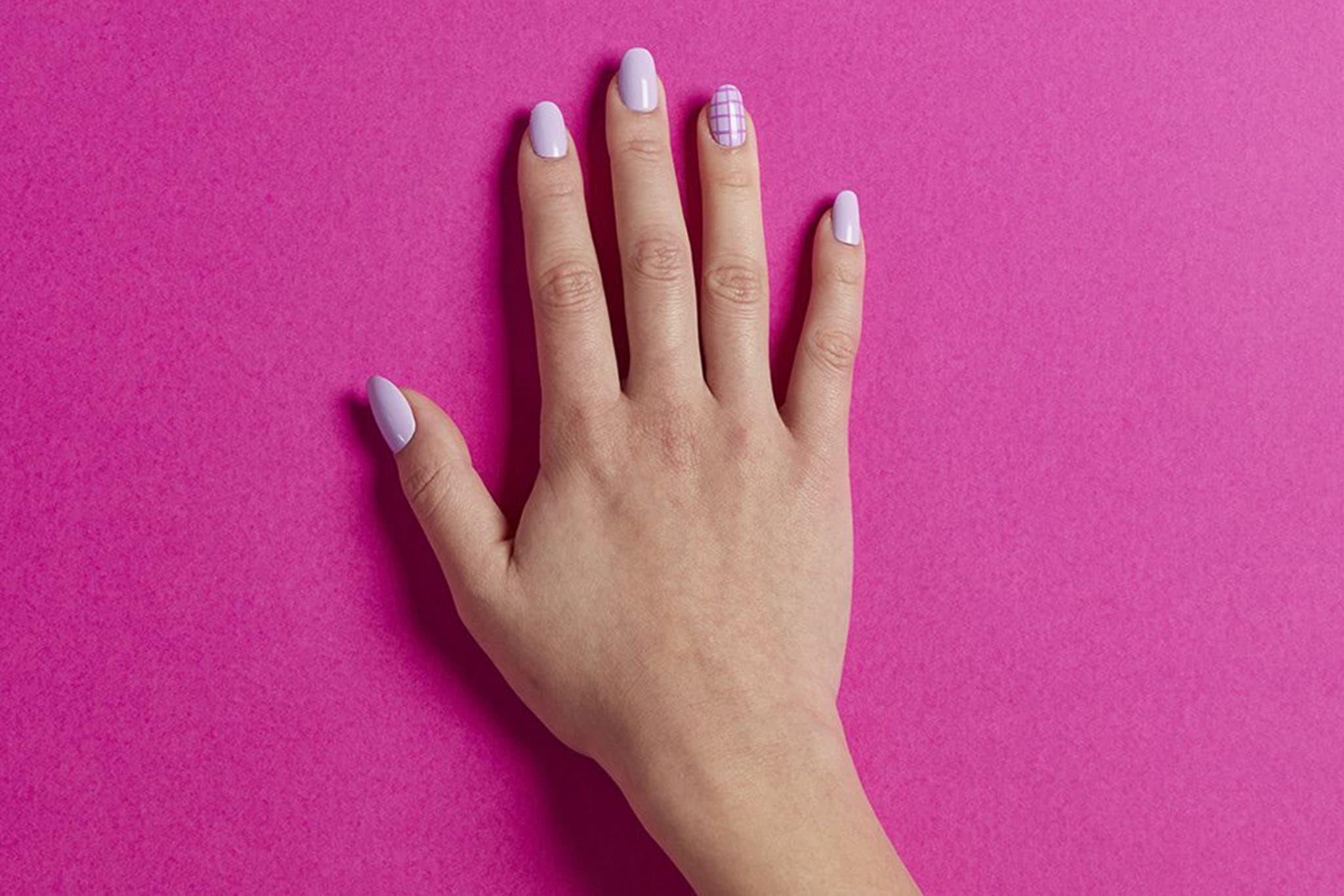 kester-black-nail-manicure