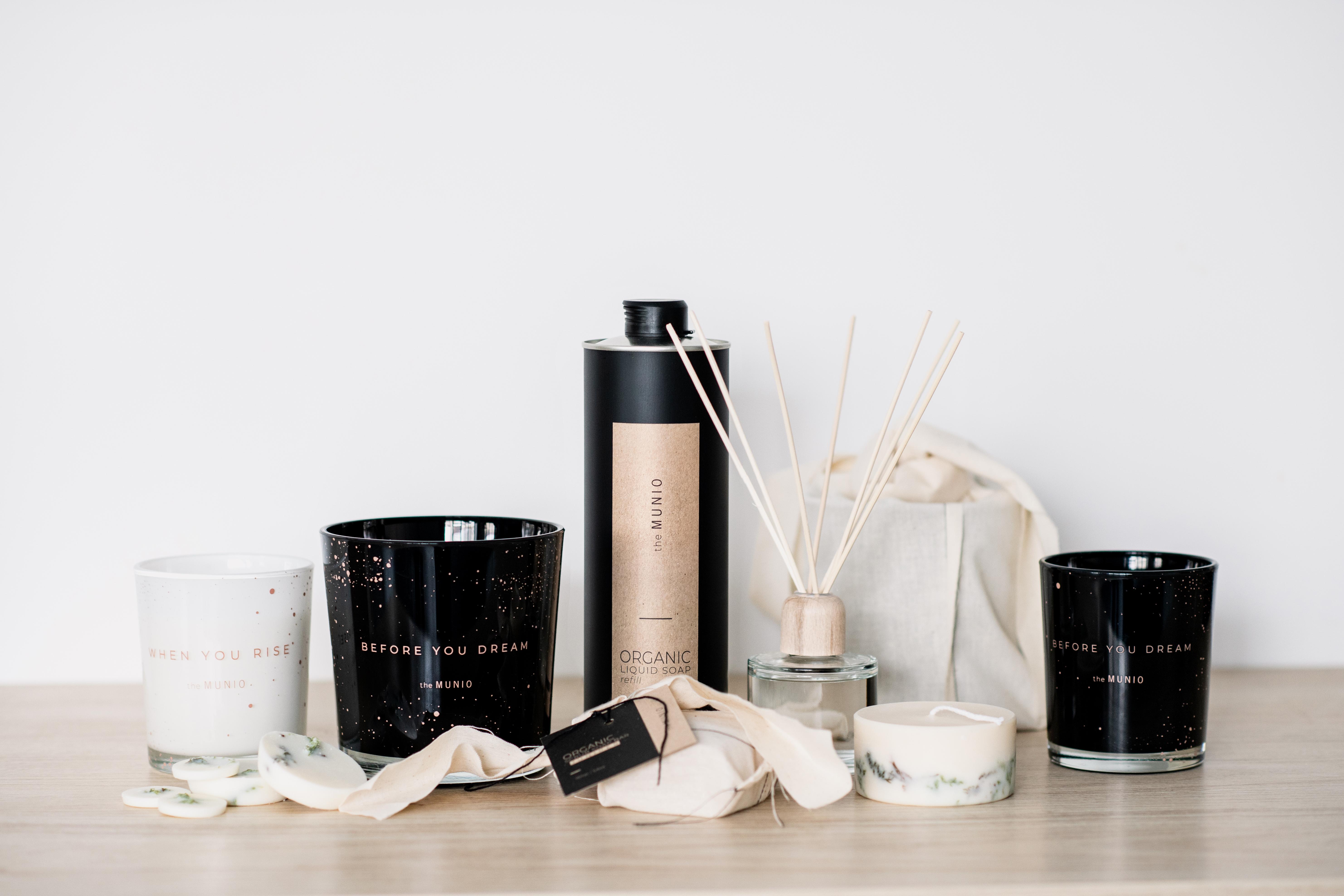 Immagine ritraente la collezione vitale di candele